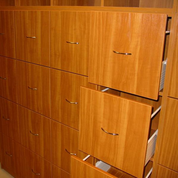 Témakör: Cseresznye színű függőmappatartó szekrény