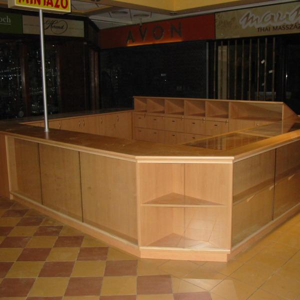 Témakör: Körbe járható eladófelület